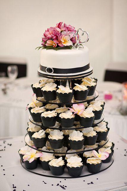 Black-and-White-Frangipani-Wedding-Cake-and-Cupcakes