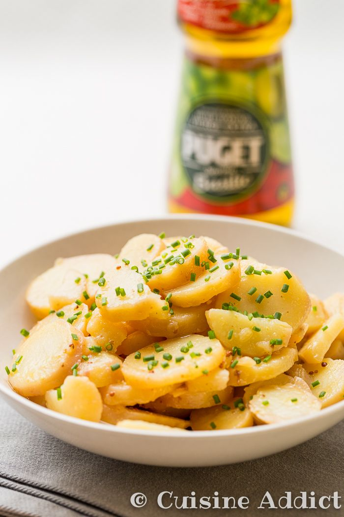 Une salade de pomme de terre typiquement alsacienne, à déguster tiède ou froide! Avec cette recette je participe au challenge culinaire Puget.