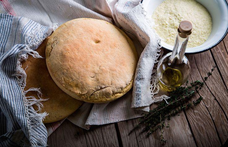Ψωμί με νιφάδες πατάτας και φρέσκο θυμάρι