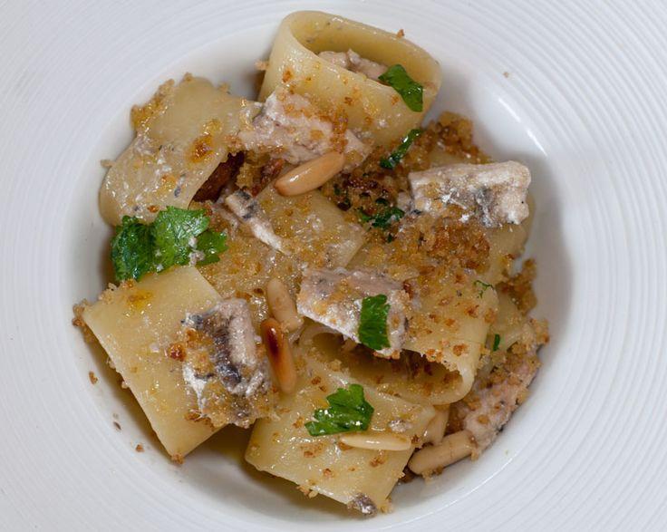 Appunti di cucina di Rimmel: Calamarata con alici, pinoli e colatura di alici