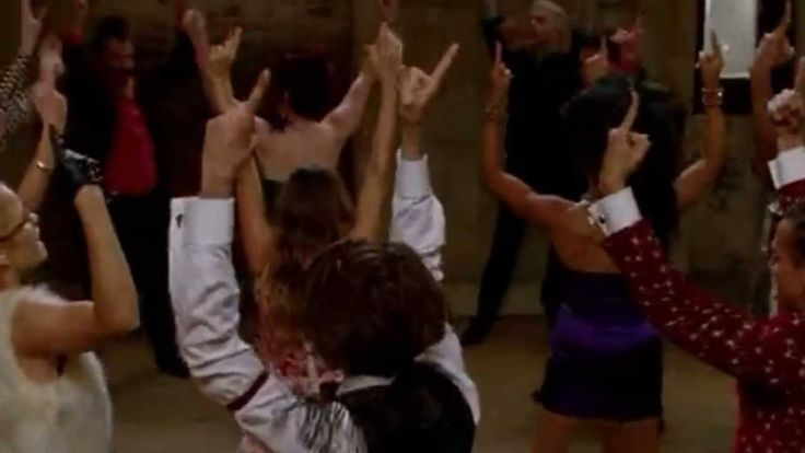 GLEE - Let's Have A Kiki/Turkey Lurkey Time (Full Performance) (Official...