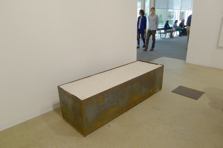Mirosław Bałka, 41 x 31 x 1, 190 x 60 x 54, 1992 Steel, earth, electric blanket, felt, dimensions same as title in centimetres Artwork at Galerie Nordenhake, Halle 2.1 P13, photo Andrzej Szczepaniak for Contemporary Lynx. Find out more: Polish Artists at Art|45|Basel http://contemporarylynx.co.uk/archives/3844
