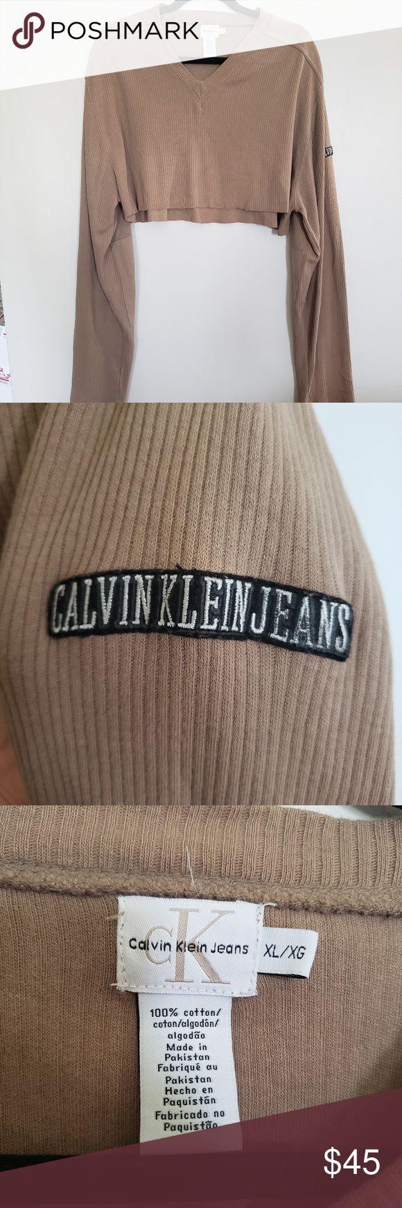 Vintage // Calvin Klein long sleeve v-neck crop S i z e R e f e r e n c e -Model: 5 quot;2 D e t a i l s -Self cropped (raw hem) -Condition: Great! Vt...