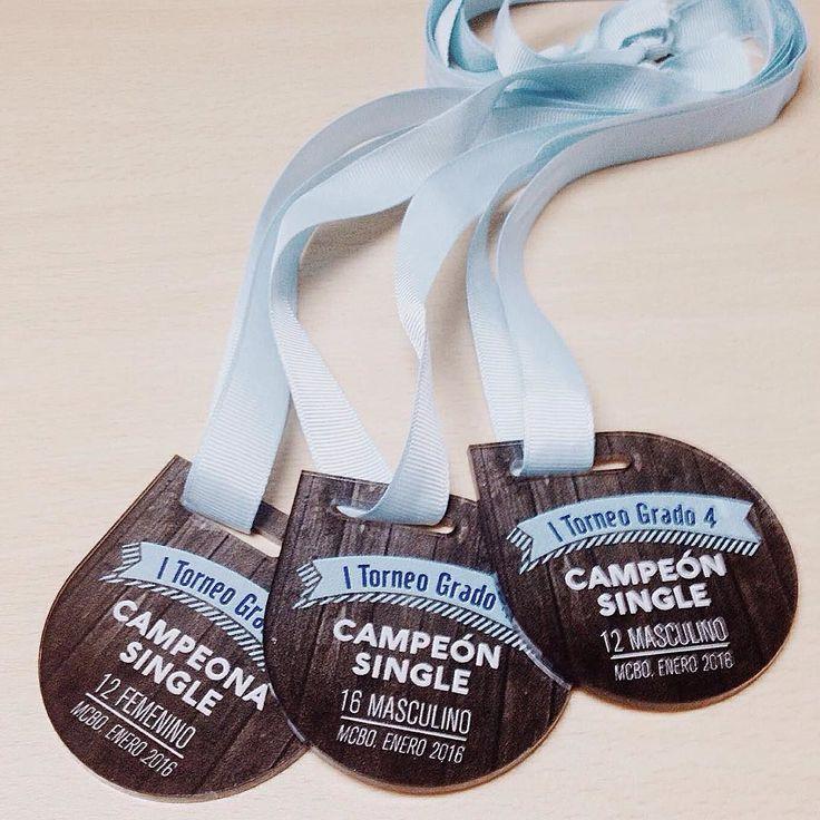 Medallas de Acrilico impreso y cortado con láser #medalla #tenis #medals #acrylic #plexiglass #lasercut #cortelaser #arteslaser #tennis by arteslaser