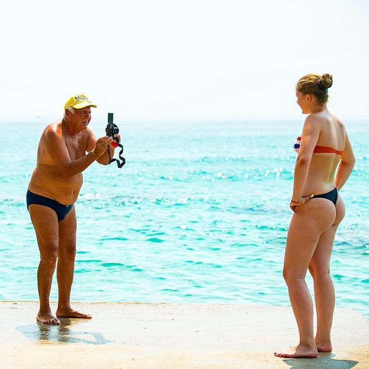 August of 2014. A girl tries to take a selfie at the small port on Golden Beach. The old man offers to help. He asked her if he could take a picture with her camera. A memory from Thassos he said! I could see the smile and the happiness from distance. #tbt #throwback #thassos #thasos #visit_thassos #photooftheday #happy  #instatravel #insta_greece #thassosisland #summer #instago #instadaily #instatravelling #mytravelgram #travelgram #igtravel #nature #worlderlust #beautiful #iloveellada…