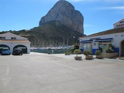 Alicante har många vackra stränder, men det finns mycket annat att utforska. Imponerande berg, sjöar, naturparker