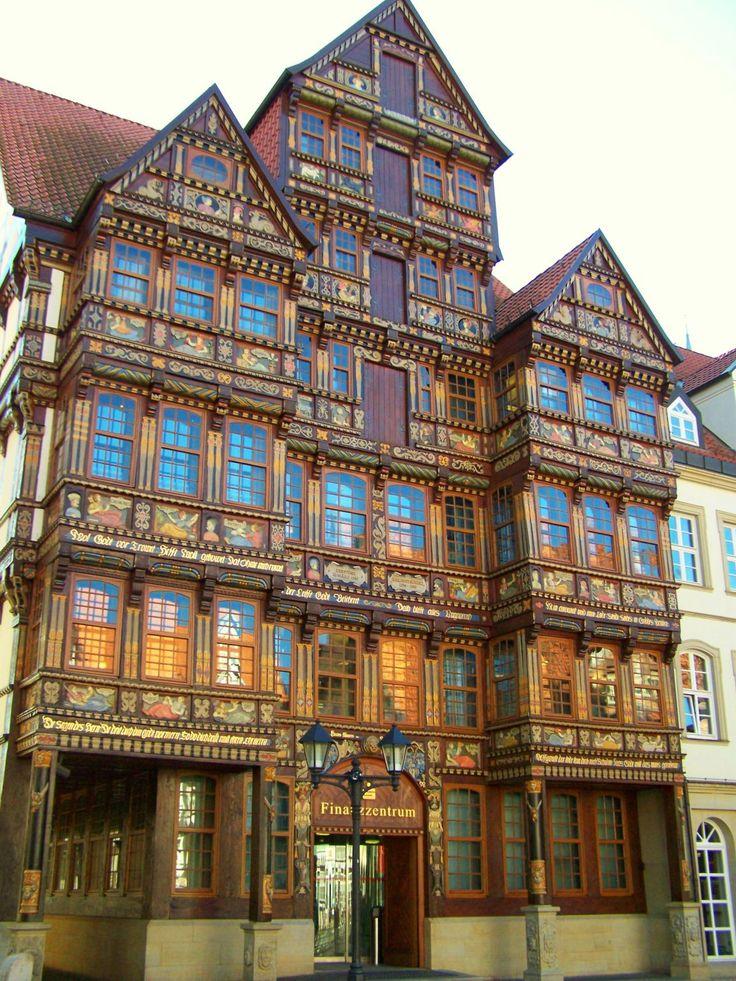 Finanzzentrum - Hildesheim, Niedersachsen, Deutschland.