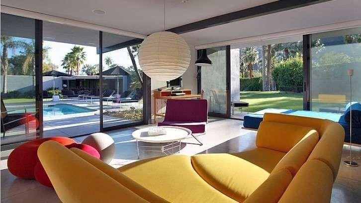 Villa Di Caprio - Gli interni delle case di lusso delle celebrities sono straordinariamente eleganti. Da quelli più estrosi a quelli chic, vediamo quali sono le case di lusso vip, per ammirare le strepitose dimore delle star. Vi portiamo all'interno degli spazi immensi delle case di prestigio che si estendono per migliaia di metri quadrati. Grandi vetrate che creano continuità tra interni ed esterni, arredi essenziali e colorati oppure ricchi di oggetti preziosi e d'antiquariato come nel…