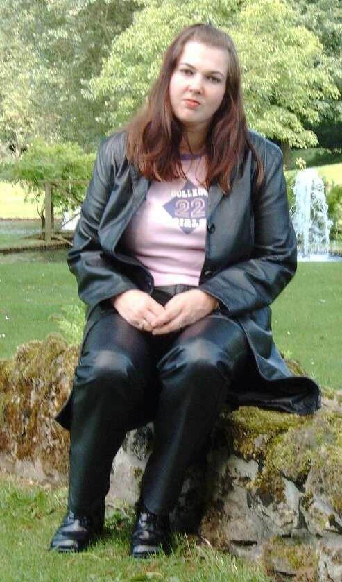 Pin von Frank in schwarzem Leder auf Frauen in Lederhosen in 2019    Leather, Boots und How to wear 84e9ac8c05
