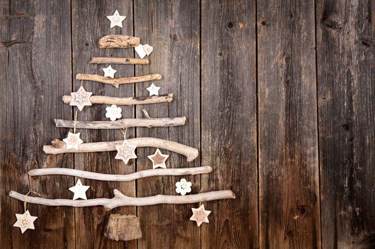 Decorazioni di Natale fai da te - Dalla ghirlanda alle palline per l'albero ai segnaposto, ecco tante idee curiose e low cost per decorare casa risparmiando denaro.