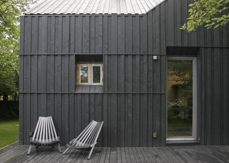 This charcoal stained, timber clad home in the seaside town
