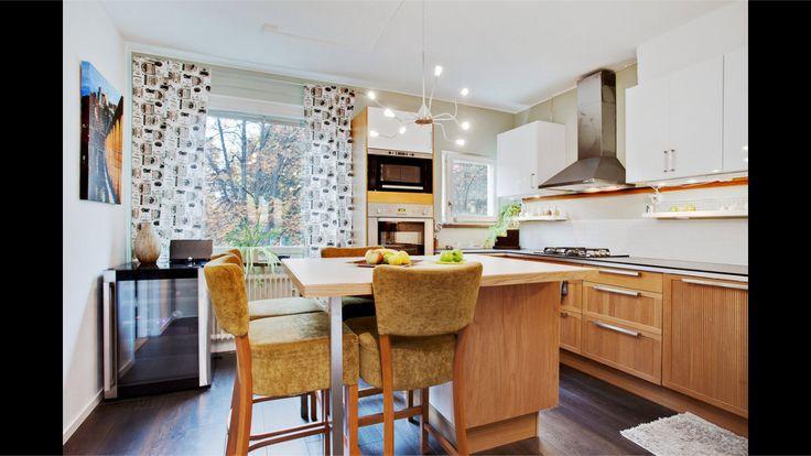 Smart med kombinerat köksbord och köksö.