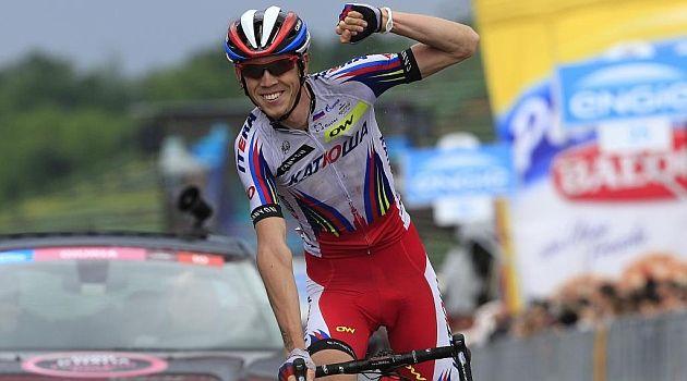 Ilnur Zakarin, el último bólido.   El ciclista ruso, de 25 años, que es una de las grandes sensaciones de 2015 tras su actuación en la Vuelta al País Vasco y su triunfo en Romandía, se ha estrenado en una gran vuelta al conquistar la undécima etapa del Giro de Italia con final en el circuito de Imola.