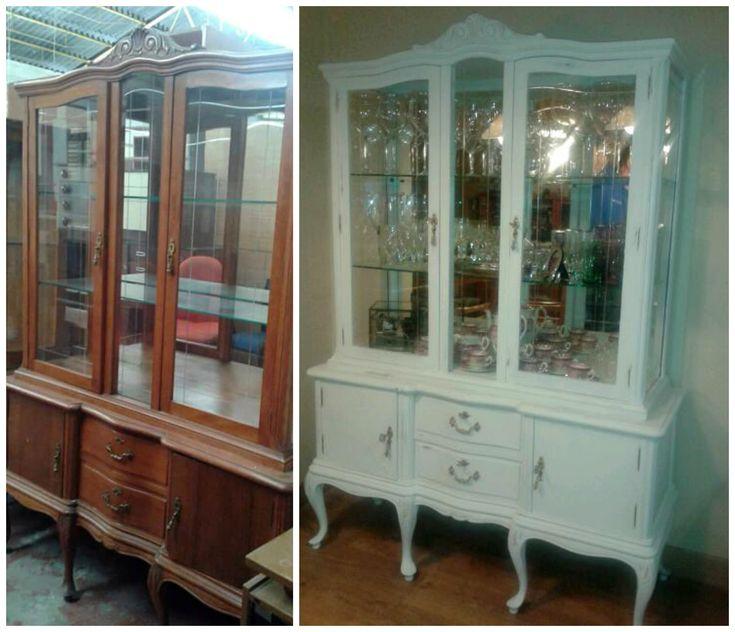 """La vitrina de Beatriz transformada con """"Blanco antiguo"""" Autentico Vintage #Chalk Paint y barniz Autentico Sealer. #Antesydespués #AutenticoChalkPaint"""