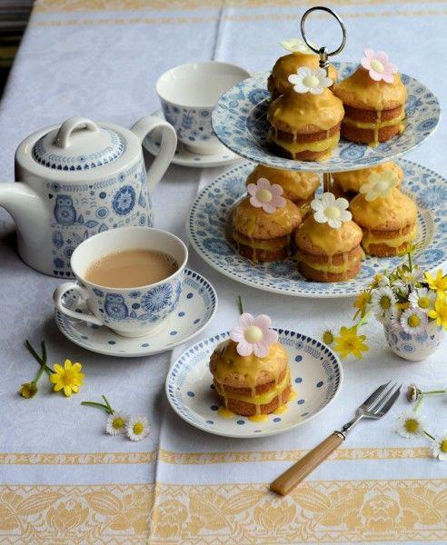 Little Victoria Lemon Daisy Cakes (recipe)
