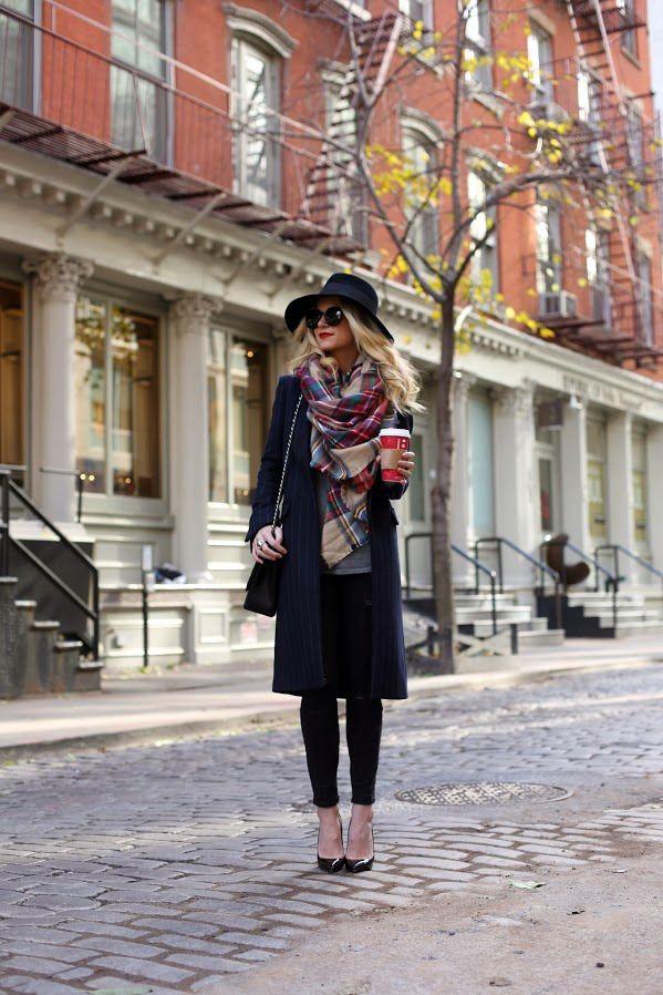 Look con la bufanda-manta de estampado tartán de Zara