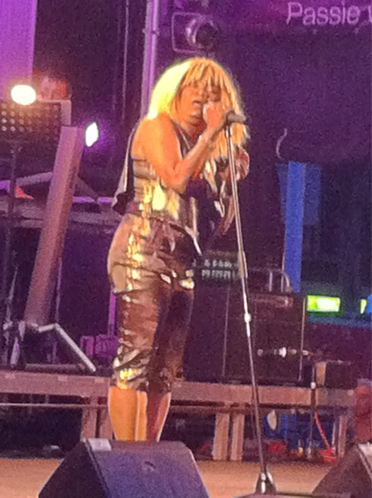 De BAT Summerparty op zaterdag 7 juli 2012 op het Raadhuisplein in Zevenaar met de tributeband Tina Turner.