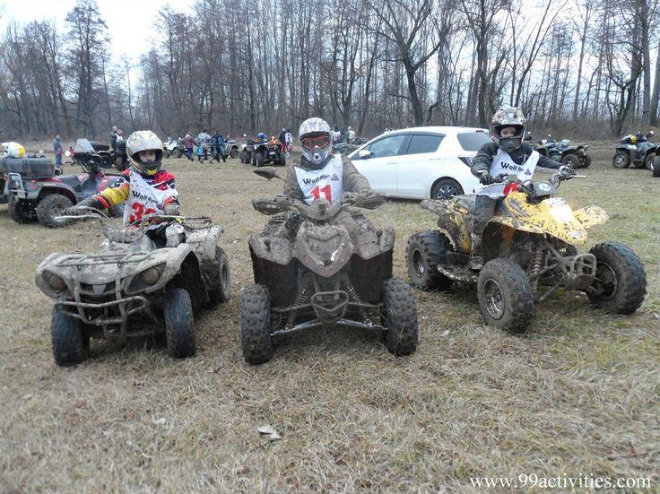 Nerozlučná trojica detských pretekárov jazdila spolu takmer celý deň aj po preteku. Zľava : Michal, Fox11, Máté