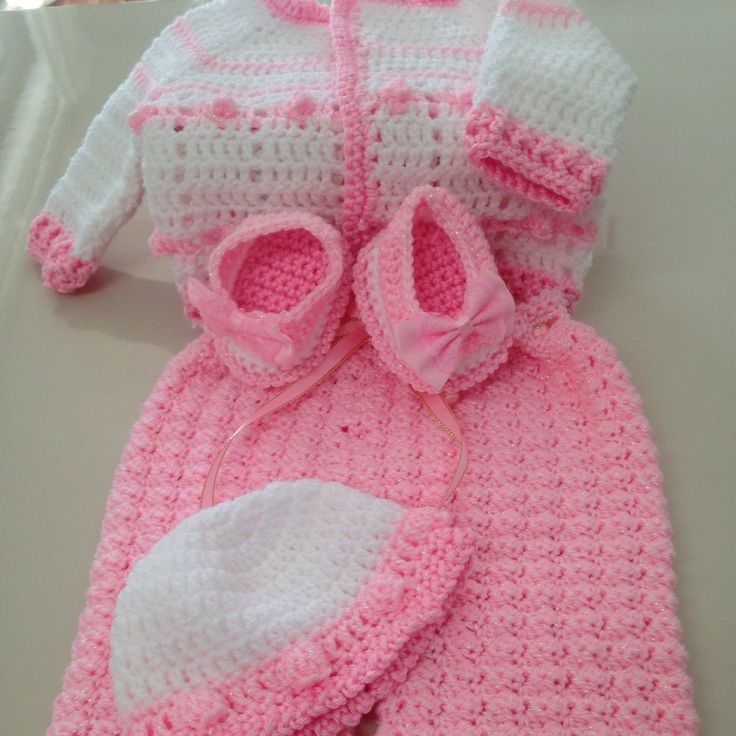 A new addition to my baby wear section, this is a gorgeous little set with a hint of bling. Can also be made in other colours. The set is a gorgeous little white/pink cardigan, pink pants, hat and shoes.