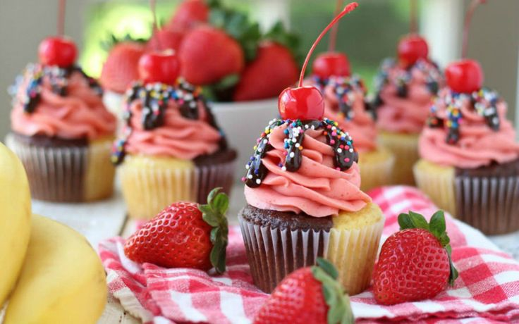 Fun summer barbecues call for fun summer desserts. Hand-held treats are always a good idea- no mess to clean up! Cupcakes are an ideal choice. Click through the slideshow gallery above to view 15 SUMMER CUPCAKE RECIPES. Included are a lot of pretty, very summery sweets! Lori Lange is a former elementary school teacher who [...]