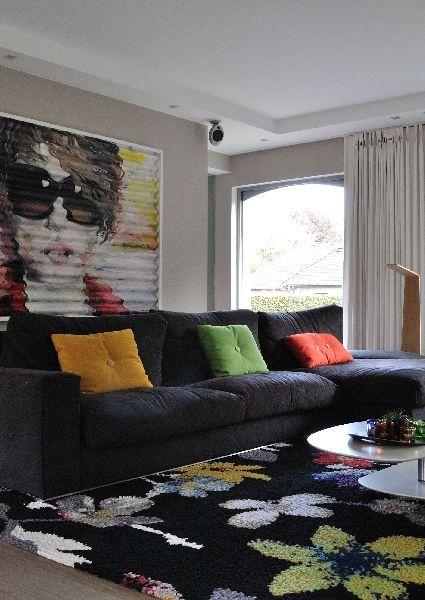 Deze Franse villa is helemaal mee met zijn tijd • Foto: TAIL Architectuur - www.tail.be (woonkamer • zetel • kunst • tapijt • padoek • interieur)