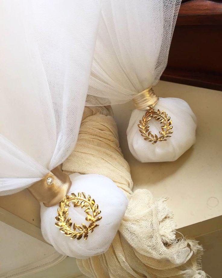 Χειροποίητες μπομπονιέρες γάμου κλασικές με τούλι και μεταλλικό στεφάνι ελιάς καλεστε 2105157506