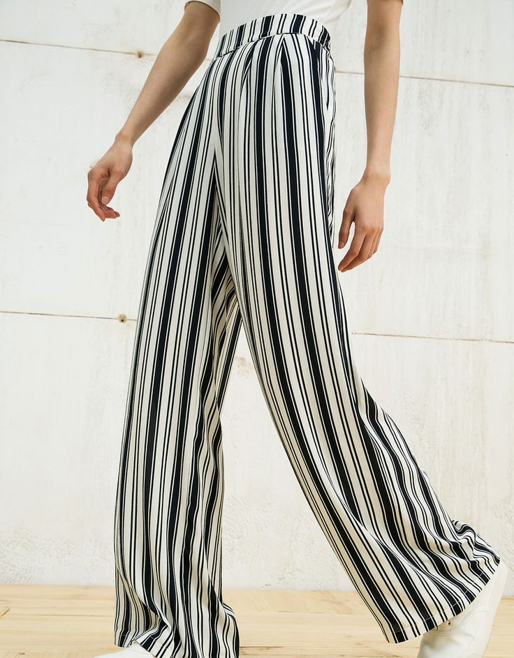Pleated wide flowy trousers - Trousers - Bershka Taiwan