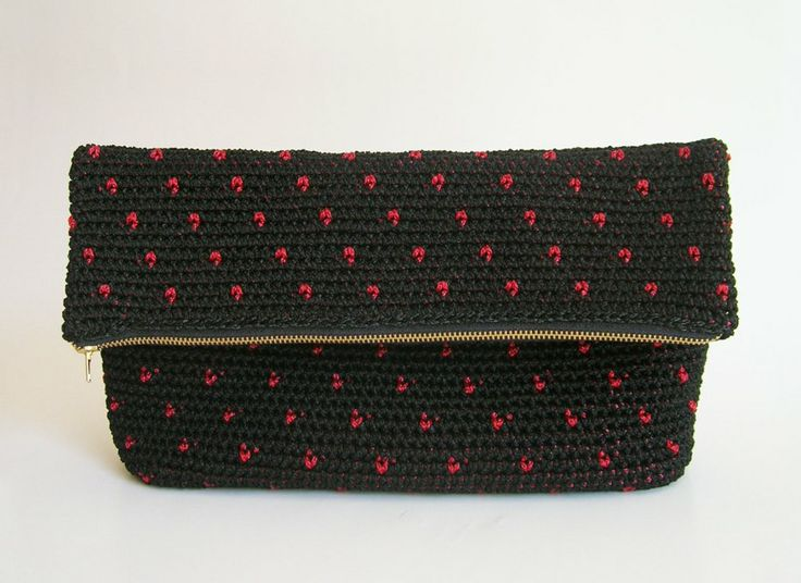 Polka dot crochet clutch pattern, in black and red/ Patrón para cartera de puntos a ganchillo, en negro y rojo ChabeGS Crochet Design