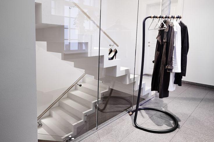 COBRA black in the hallway #wardrobe #linddna