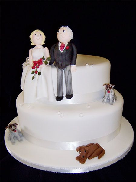 Character wedding cake picture with models of bride and groom with their dogs - Cake Blog