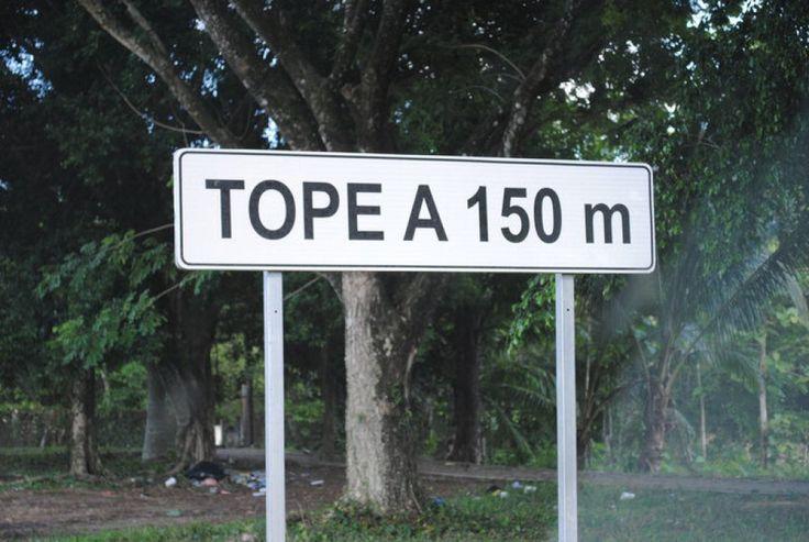 """Dai riferimenti al sesso alle parole che nascondono un doppio  significato. Sono molti i comuni italiani che hanno nomi curiosi e anche  i cartelli stradali che ne indicano la direzione, spesso, non passano  inosservati. Il sito online """"Leggo"""" ha messo insieme alcune tra le  segnaletiche... #humour #cartellidivertenti"""