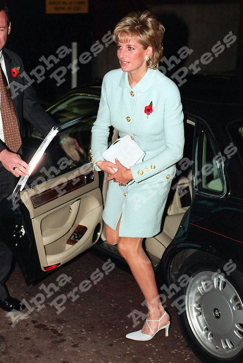 """06/11/95 LONDON HILTON HOTEL..PRINCESS DIANA ARRIVING AT THE 1995 HELP THE AGED TUNSTALL GOLDEN AWARDS,SHE IS THE PATRON OF """"HELP THE AGED""""."""