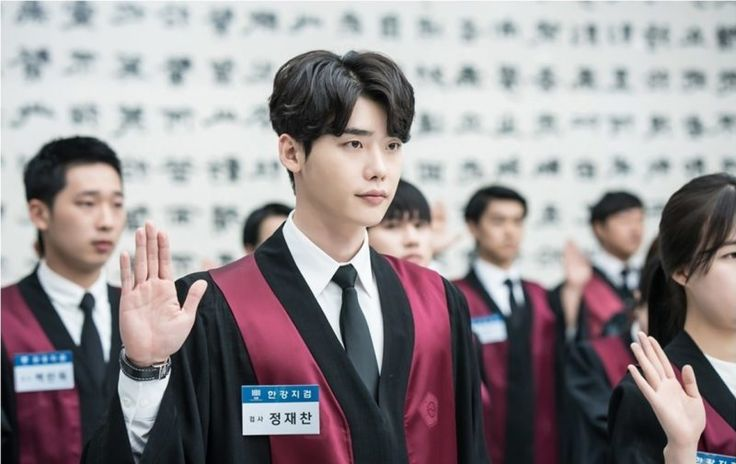 "Lee Jong Suk Is A Handsome Prosecutor In New Stills Of ""While You Were Sleeping"" 