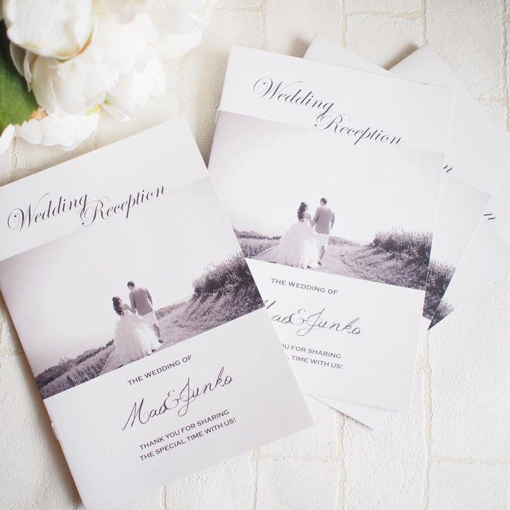 大人ウェディングにぴったりな柔らかモノトーン♡ モダンなグレーの席次表一覧。結婚式の席次表まとめ。