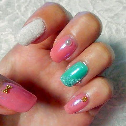 idid how to do aurora mirror nail using chrom powder.using polish is very girly and cute💓:) #nail #nailart #instanail #nailstagram  #nails #mirrornail  #winternails  オーロラミラーネイルのやり方を描きました!ジェルと違ってマニキュアでやると淡いキラキラが女の子らしい可愛いネイルになりおすすめです💓(*´∀`*) やり方はプロフィールのurl→laurierからどうぞ♪* #セルフネイル #オーロラミラーネイル #ネイル #ミラーネイル #マニキュア #女子力アップ #秋花ネイル