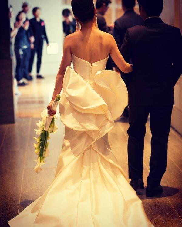 大人の都会ウェディングならドレスもお花もスタイリッシュに決めたい♡ 東京のおしゃれ結婚式のアイデア一覧。ウェディング・ブライダルの参考に。