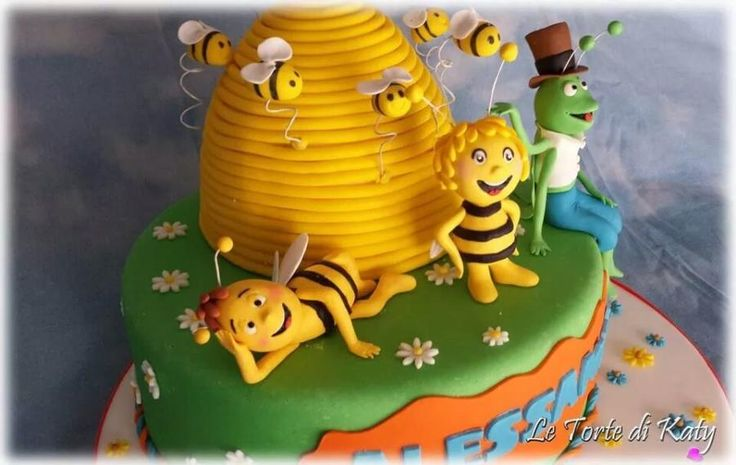 Maia the Bee cake!