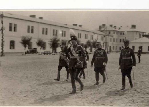 BU-F-01073-1-00359-03 Principele Carol al II lea,generalul Paul Teodorescu şi generalul N.Condeescu la o manifestare, s. d. (sine dato) (niv.Document)