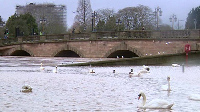 BBC News - Worcester city centre roads closed 'for a week' by floods