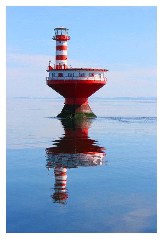 "Lighthouse Shoal Prince (English: Prince Shoal Light), nicknamed ""the Router"" is a lighthouse located in the middle of the St. Lawrence River at the mouth of the Saguenay Fjord (© Les Productions Vic Pelletier inc.)"