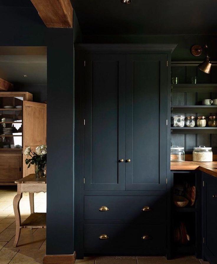Garderoben, Wohnzimmer, Bauernküchen, Landhausküche, Englische Küchen,  Küchen Design, Ideen Für Die Küche, Speisekammer Ideen, Marineblaue Küchen