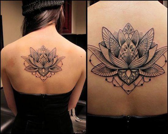 Tatuagem de Flor de Lotus | Blackwork nas Costas