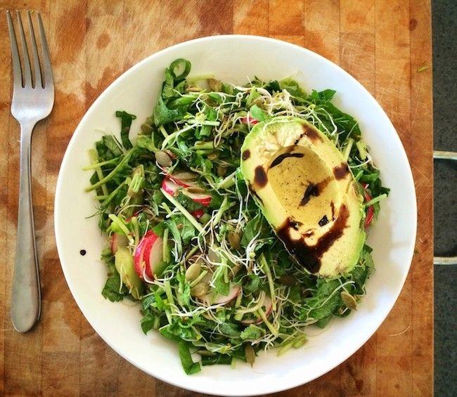 A Simple pH-Balancing Alkaline Salad that is #sugarfree, #paleo and #vegan friendly. Yum!
