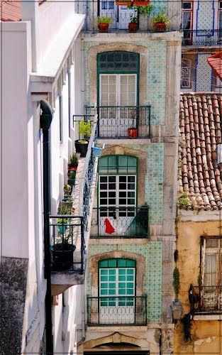 Travessa de Santo António da Sé, Lisbon, Portugal. I like the idea for a balcony in Elliot's story..