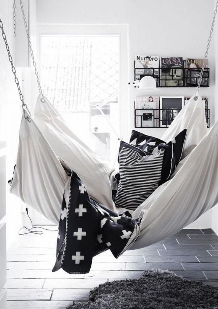 Découvrez 10 coins sieste si invitants que s'y détendre n'est pas une option, mais une obligation! De quoi s'inspirer pour se créer son propre petit havre de paix.