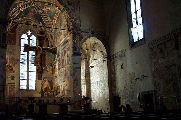 Chapelle Bacci et les fresques du cycle de la la légende de la Vraie Croix de Piero della Francesca dans la Basilique de San Francesco à Arezzo, Italie
