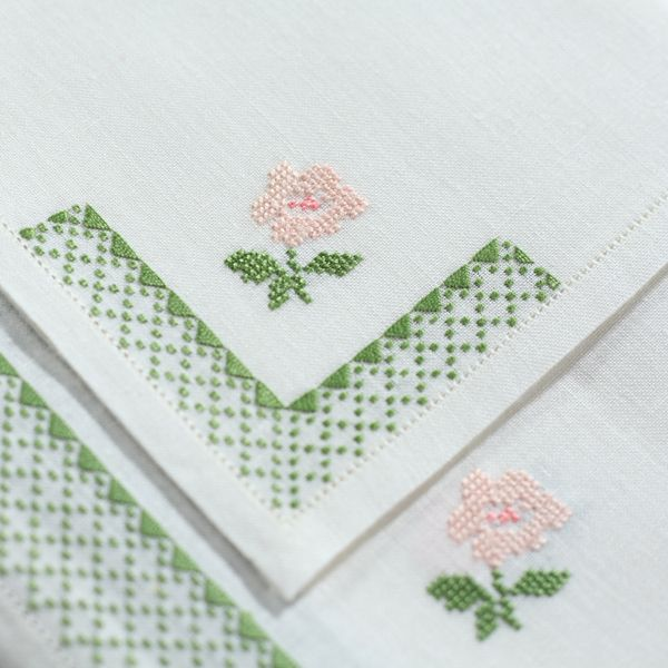Finest linen hand embroidered tablecloth in green and pink - 12 napkins - 180x300cm - Cod. A0020