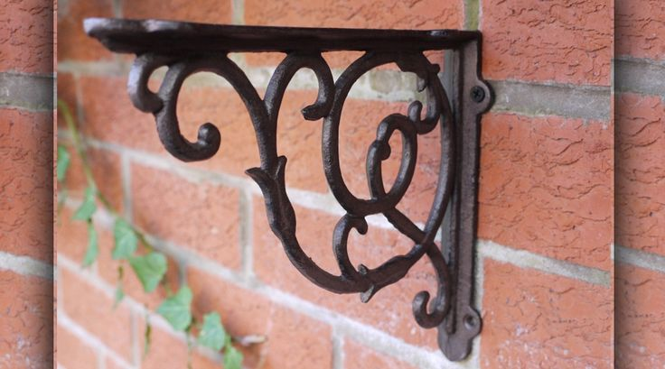 Equerre de style ancien en fer forgé deco-et-ambiance.fr, 13€/piece +7.5€ livraison