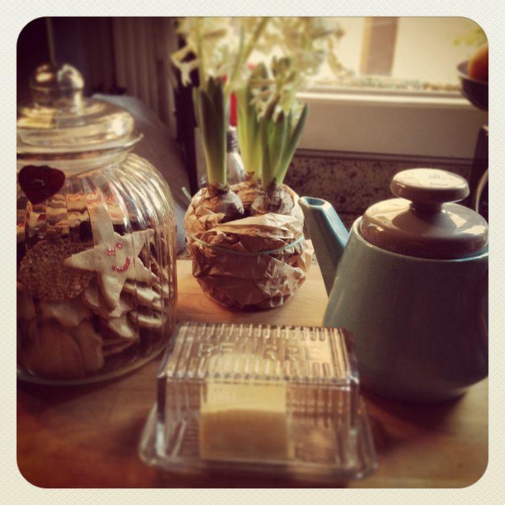 Xmas cinnamon cookies! Jar: Maxwell & Williams, tea pot: Sagaform, butter dish: Pomax