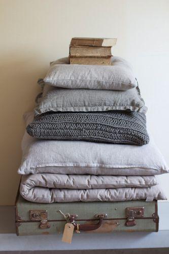 les 542 meilleures images propos de lin compagnie sur pinterest oreillers en lin linge de. Black Bedroom Furniture Sets. Home Design Ideas
